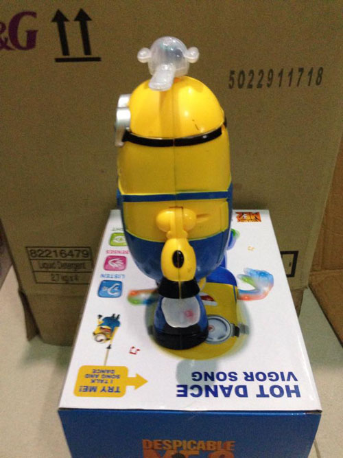 do-choi-minion-nhay-mua-xoay-360-do-1