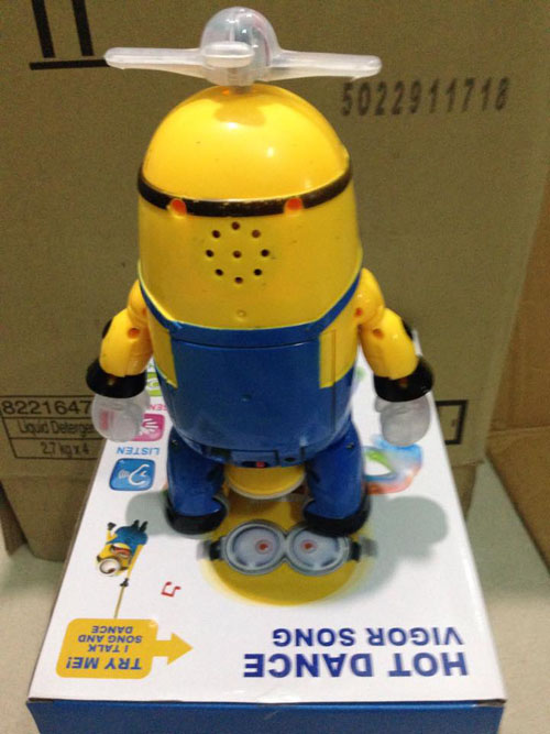 do-choi-minion-nhay-mua-xoay-360-do-7