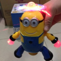 do-choi-minion-nhay-mua-xoay-360-do-8