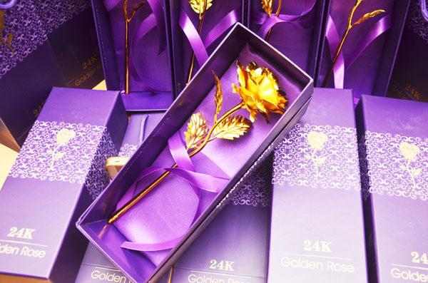 Hoa cẩm chướng đặt trong hộp cực kỳ sang trọng