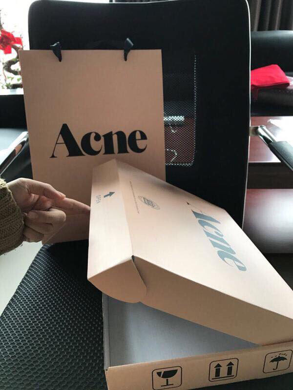 Khăn quàng cổ acne studios kèm hộp sang trọng