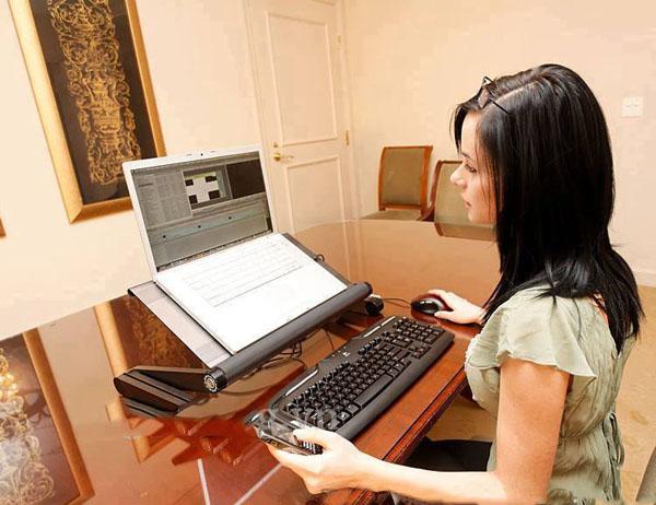 Bàn để laptop xoay đa năng chống mỏi lưng
