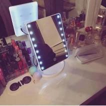 Bán buôn gương trang điểm để bàn có đèn led