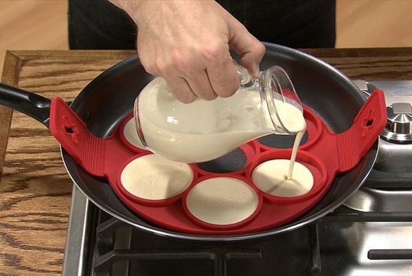 Khuôn làm bánh silicon tiện dụng cho nhà bếp