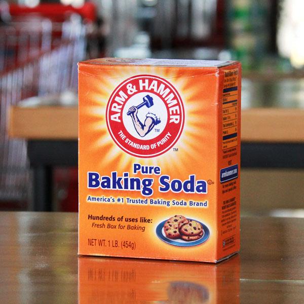 Khử mùi xăng dùng bột baking soda