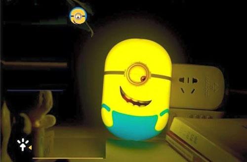 Đèn ngủ cảm ứng ánh sáng Minion