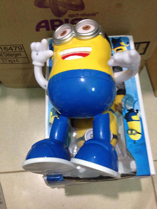 do-choi-minion-phat-sang-biet-hat-biet-nhay-3