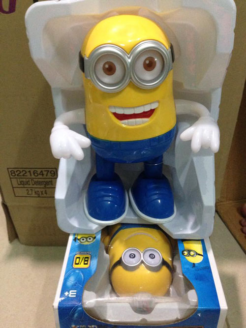 do-choi-minion-phat-sang-biet-hat-biet-nhay-9