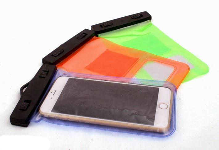 Sản phẩm túi đựng điện thoại chống nước có kèm dây đeo vô cùng tiện lợi