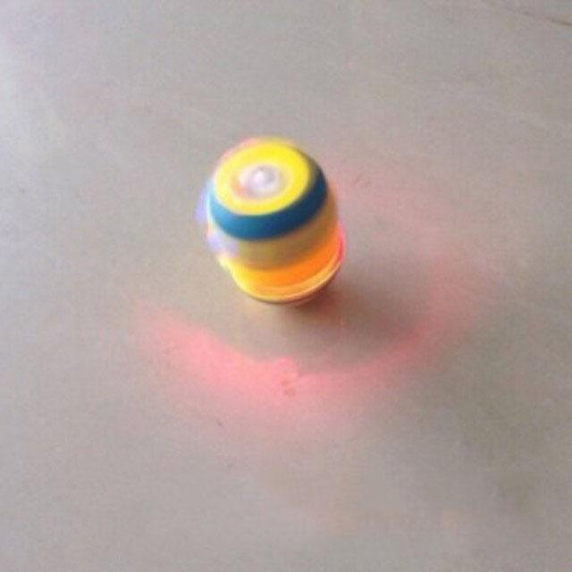 bán buôn con quay minion phát sáng