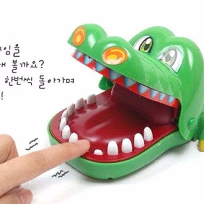 Bán buôn đồ chơi khám răng cá sấu