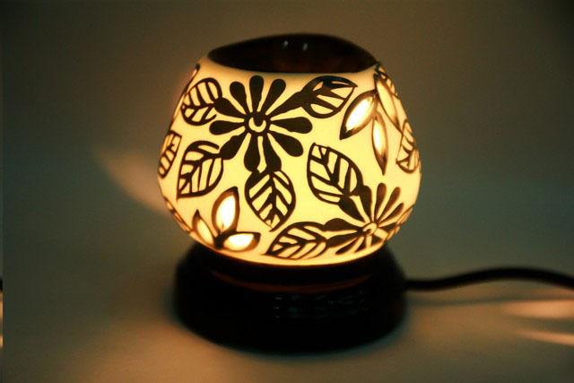 Đèn xông hương tinh dầu dùng điện độc đáo