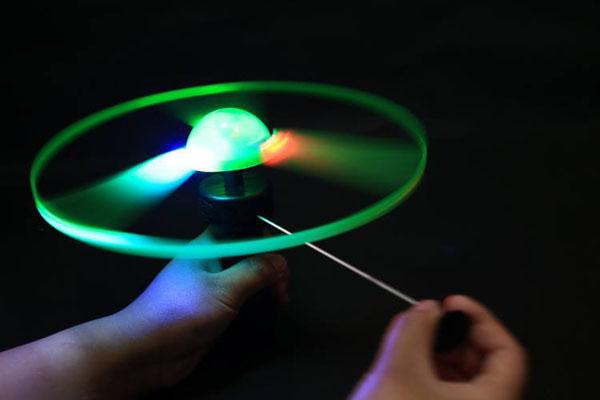 Đồ chơi đĩa bay ufo phát sáng