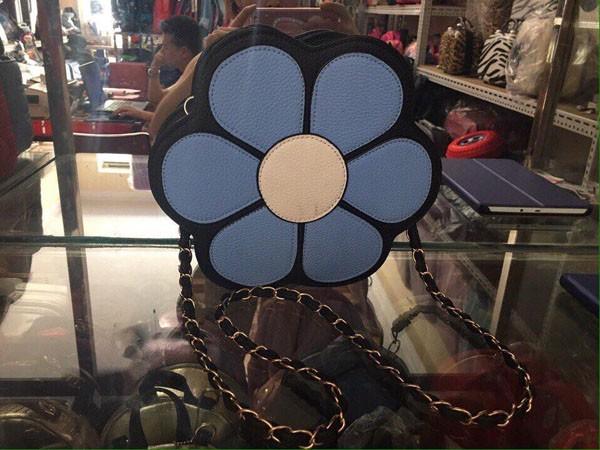túi xách đeo chéo hình bông hoa
