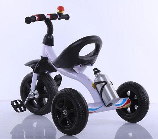 Xe đạp 3 bánh có bình nước cho bé