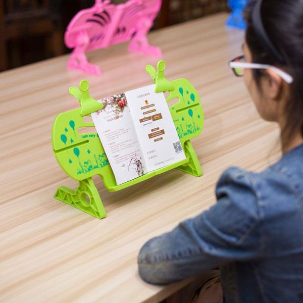 Giá đỡ đọc sách chống cận thị cho bé