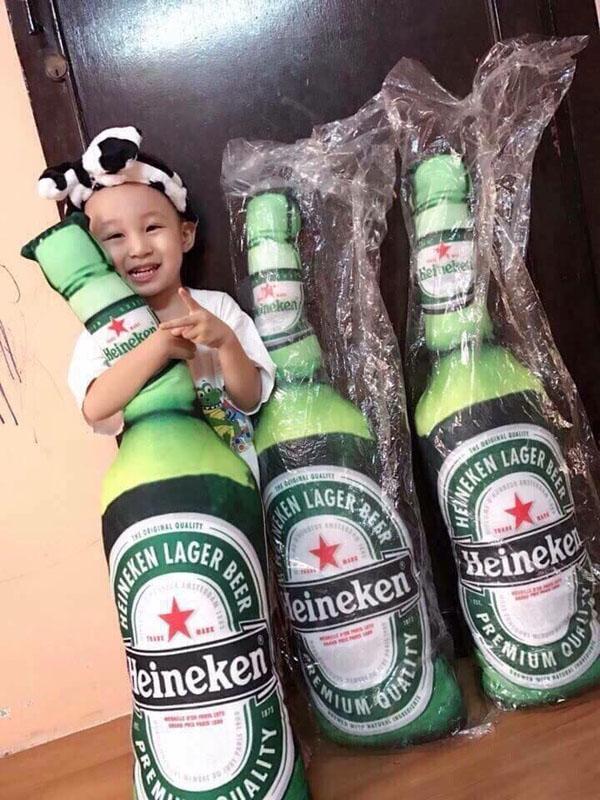 Bán sỉ gối ôm hình chai bia Heineken độc đáo