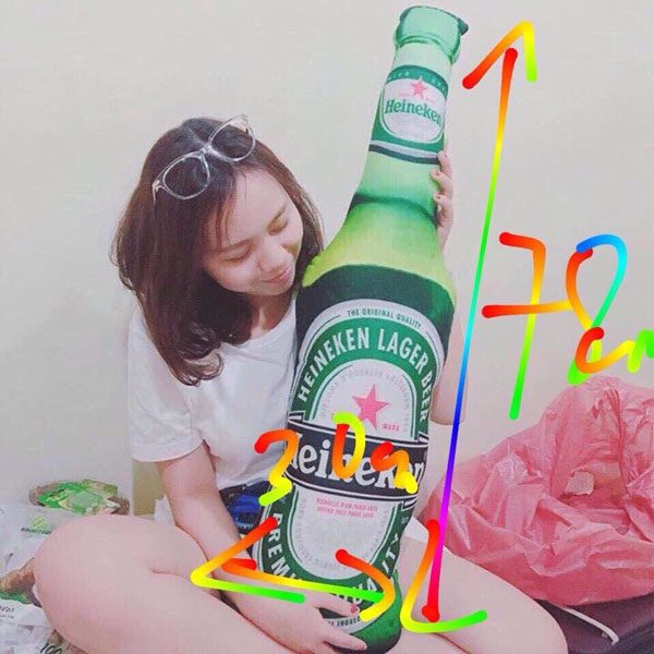 Gối ôm hình chai bia Heineken độc đáo
