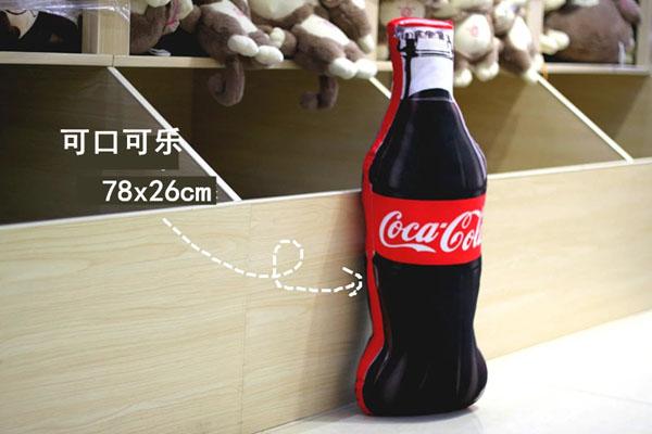 Gối ôm hình chai nước ngọt CocaCola
