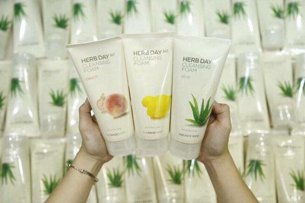 Bán buôn sữa rửa mặt Herb Day 365 Cleansing Foam Hàn Quốc