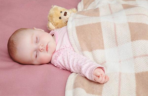 Chăn lông tuyết 2 lớp ấm áp cho bé