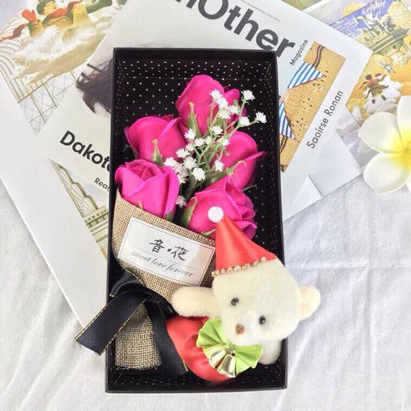 Bán buôn bó hoa hồng sáp 5 bông kèm gấu hộp đẹp