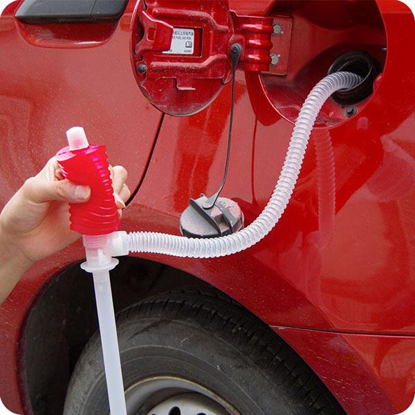 Dụng cụ hút xăng dầu vào bình xăng ô tô bóp tay