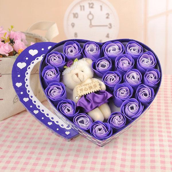 Hoa hồng sáp 18 bông hộp trái tim kèm gấu