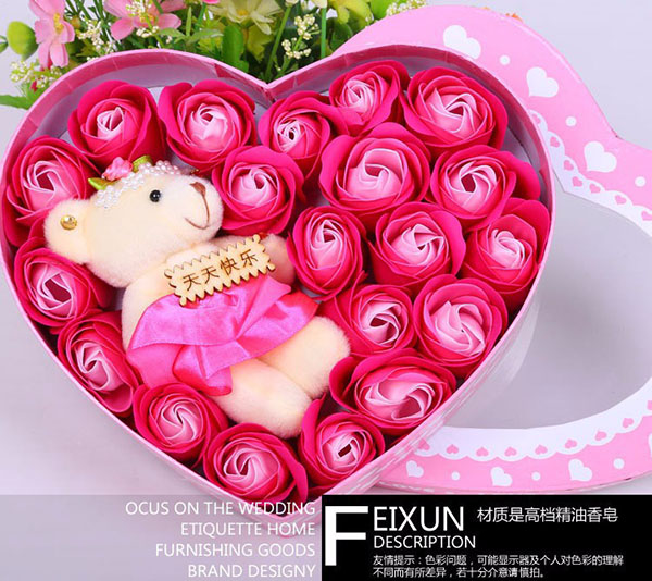 Bán buôn hoa hồng sáp 18 bông hộp trái tim kèm gấu
