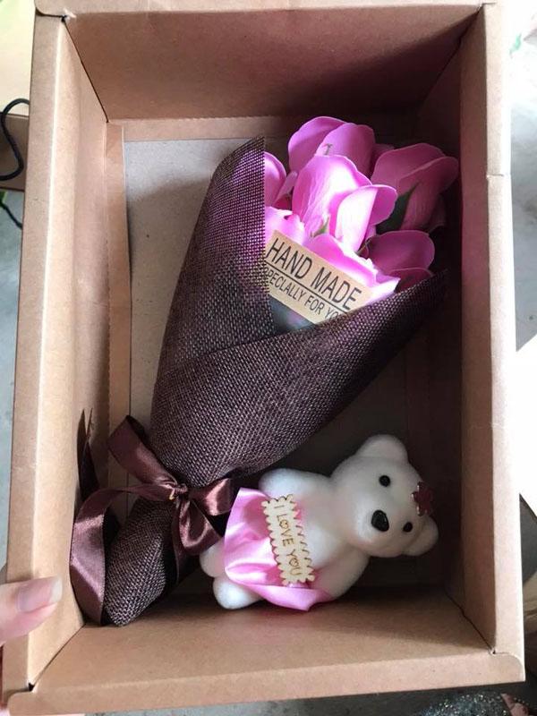 Bán sỉ hoa hồng sáp 7 bông kèm gấu hộp handmade đẹp