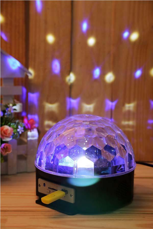 Đèn xoay vũ trường 7 màu có phát nhạc kèm usb và remote