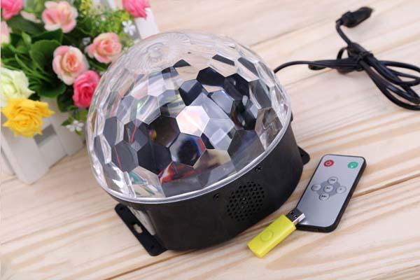 Bán sỉ đèn xoay vũ trường 7 màu có phát nhạc kèm usb và remote