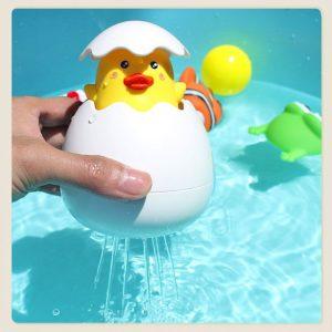 Bán sỉ Đồ chơi vỏ trứng vịt phun nước dễ thương cho bé