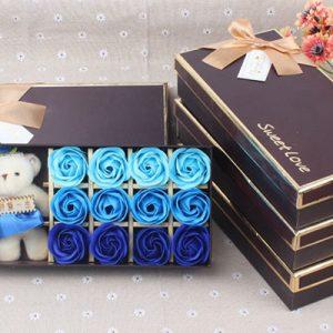 Hộp hoa hồng sáp 12 bông kèm gấu