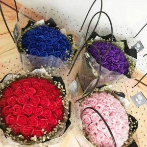 Bó hoa hồng sáp 21 bông kèm giỏ xách