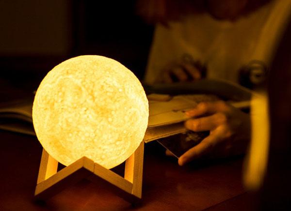 Đèn ngủ mặt trăng Moon Light 13 cm kèm đế