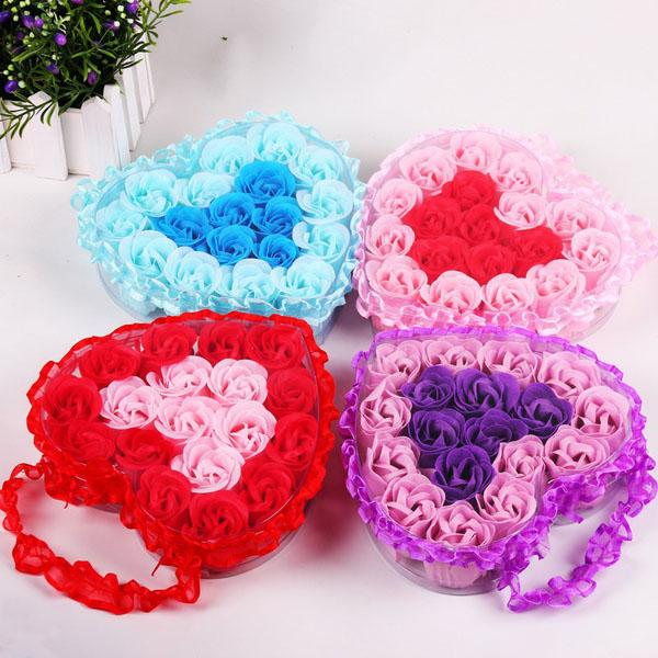 Hoa hồng sáp hộp trái tim 18 bông 2 màu