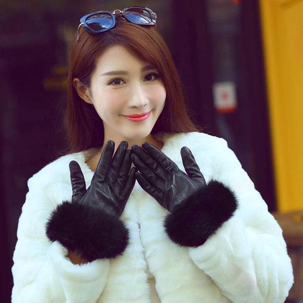 Găng tay da cảm ứng quả bông cho bạn gái