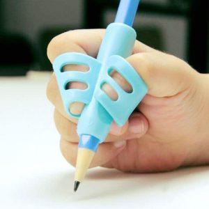 Đệm định vị cầm bút cho bé