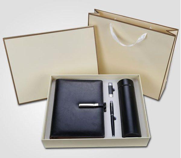 Hộp quà tặng combo sổ bút , sạc và bình giữ nhiệt